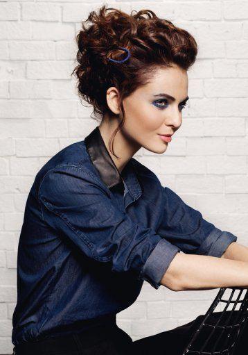 Chignon frisé entrelacé Camille Albane Chignon cheveux