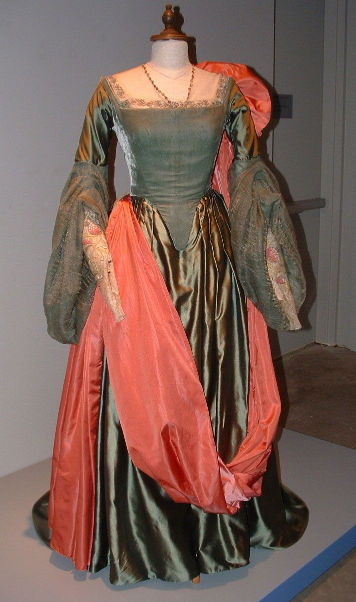 elizabeth i movie costumes beautiful gown worn by cate