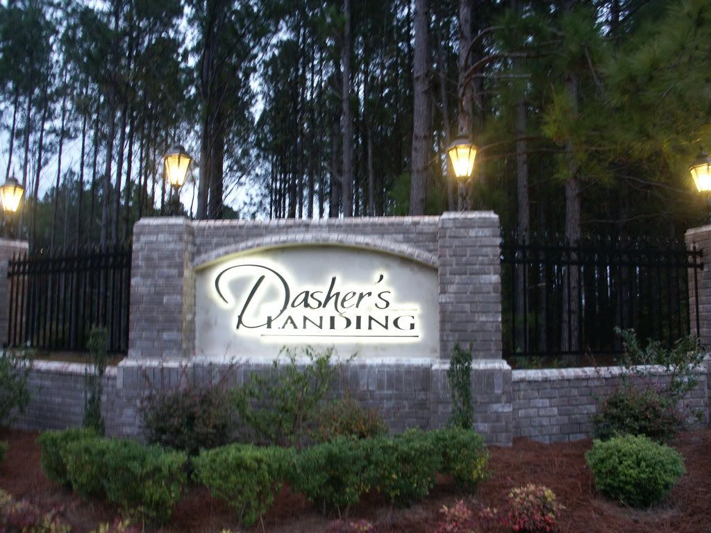 Entrance To Community Dasher S Landing Entrance Signage