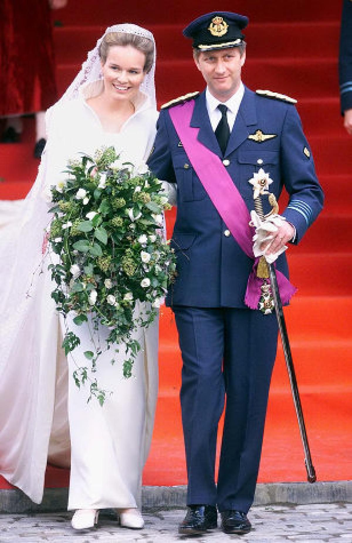 Royal Weddings From Around The World Slide 10 Royal Brides Royal Wedding Gowns Royal Weddings [ 1851 x 1200 Pixel ]