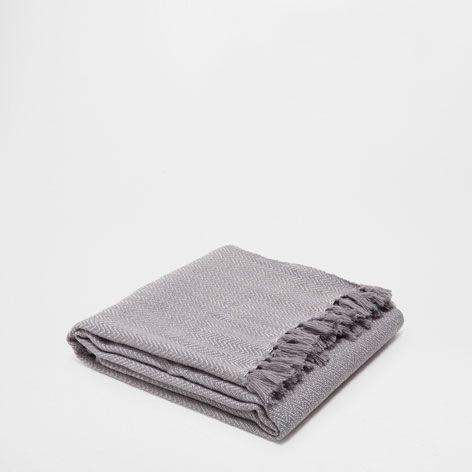 graue acryldecke mit fischgr tenmuster decken schlafen zara home sterreich home. Black Bedroom Furniture Sets. Home Design Ideas