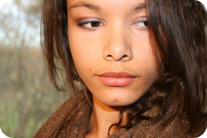 http://www.odieusement-belles.com/maquillage-dore-et-bleu/