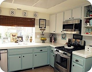 Love the blue cabinets at the bottom, and the white cabinets at the top!
