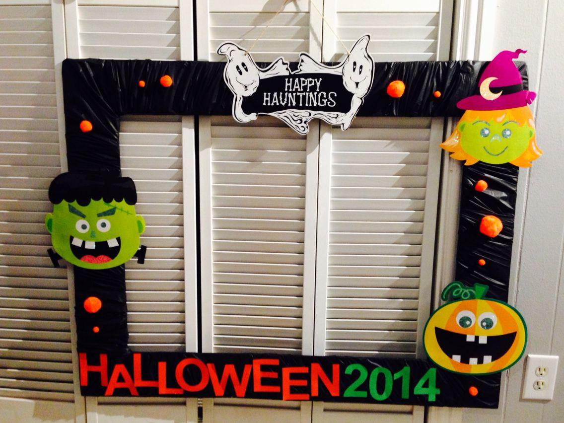 4 halloween photobooth frame diy i used cardboard to. Black Bedroom Furniture Sets. Home Design Ideas