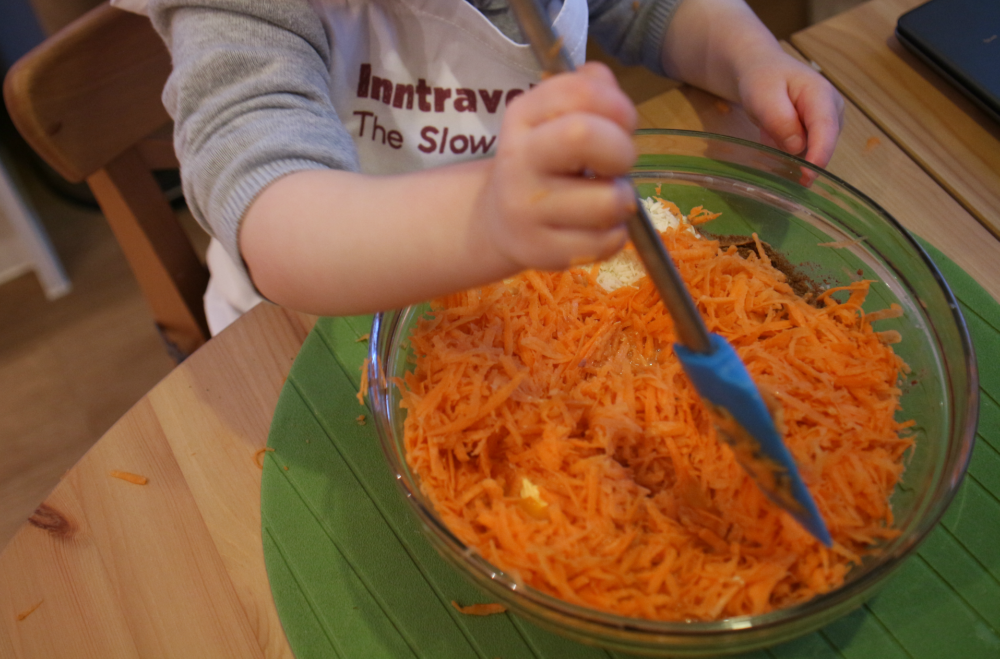 Mixing the sweet potato with a glass bowl and Dory silicone spatula. Sweet potato cake recipe - gluten free - slimming world syns included - life on vista street blog http://www.lifeonvista.com/2016/10/looks-like-halloween-smells-like-christmas-inn-travel.html