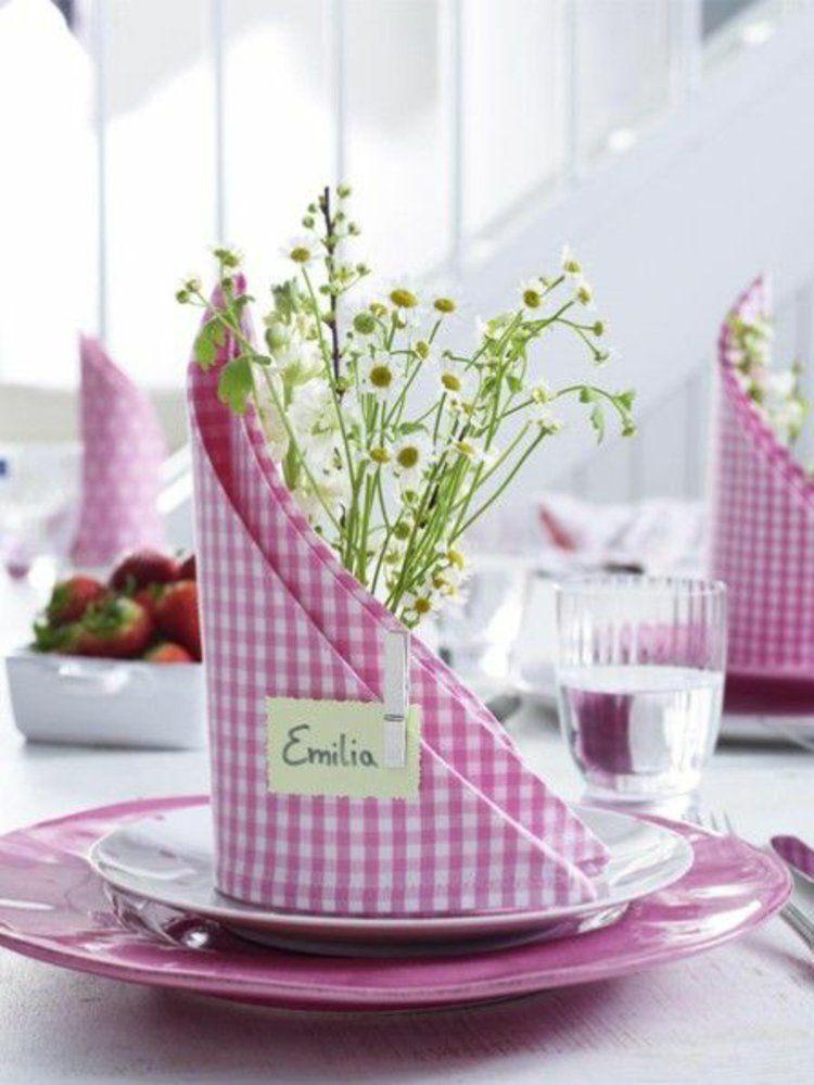 Tischdeko frühlingsblumen  Stoffservietten falten Gartenparty Frühlingsblumen Tischdeko Ideen ...