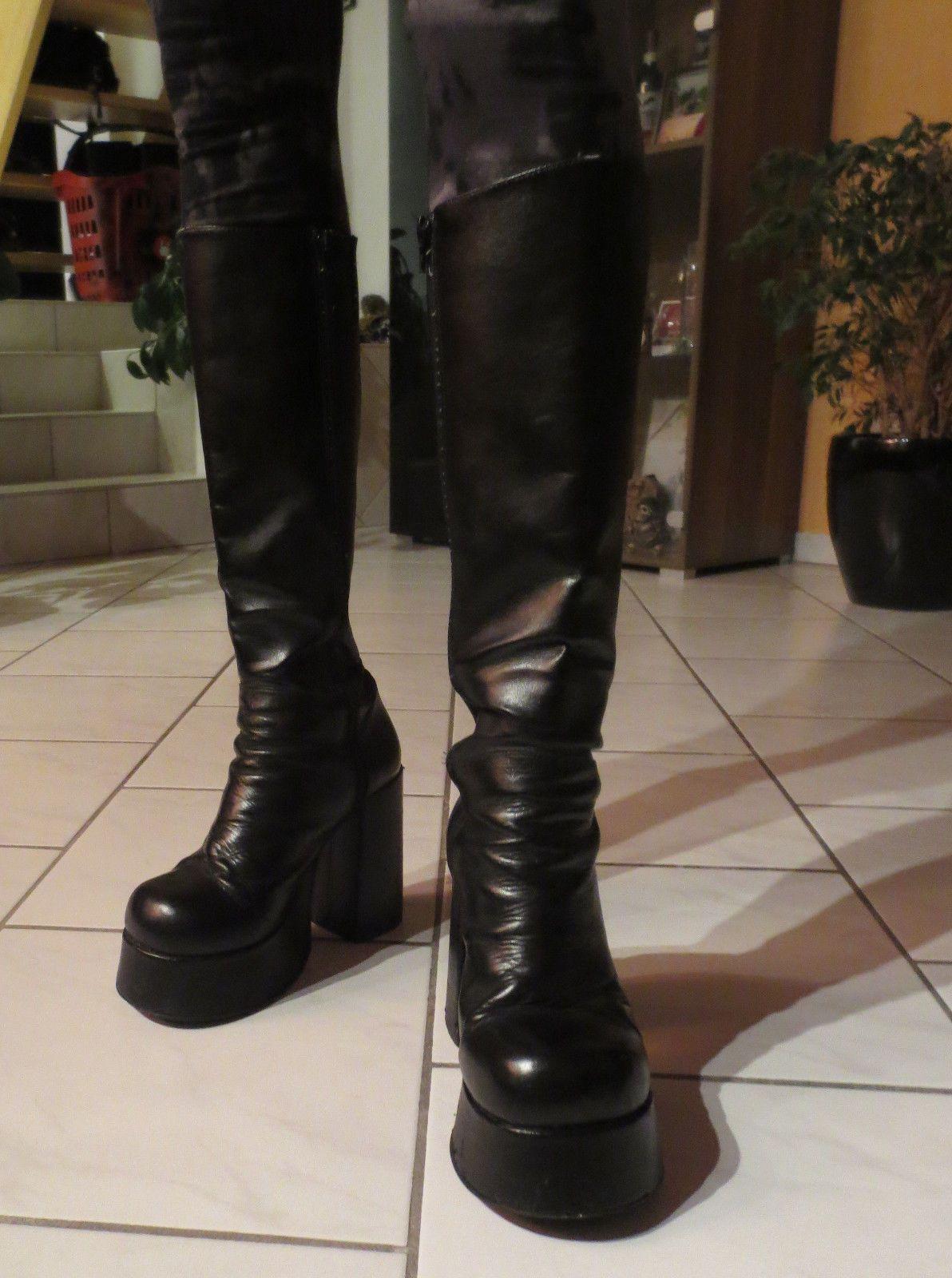 BUFFALO T 24400 Plateau Stiefel Gr. 39 Leder schwarz Gothic