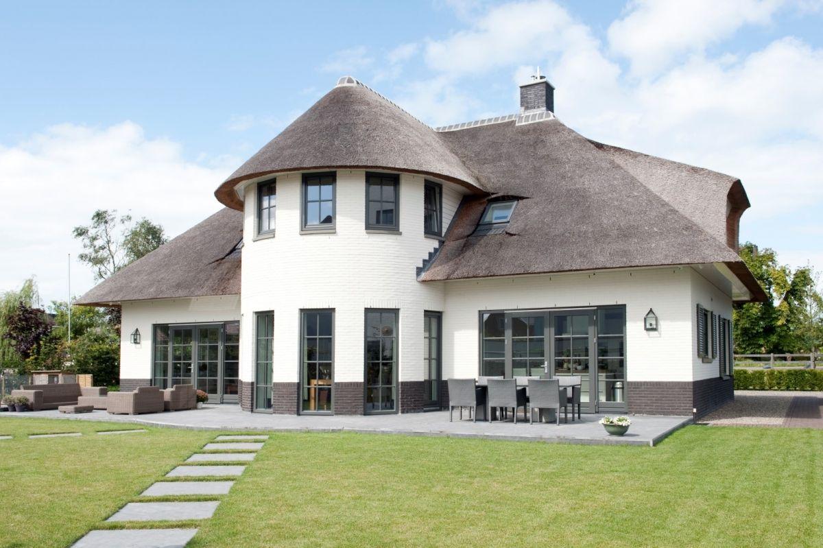 Frederik woonde in een groot huis zijn ouders waren super for Huis in tuin voor ouders