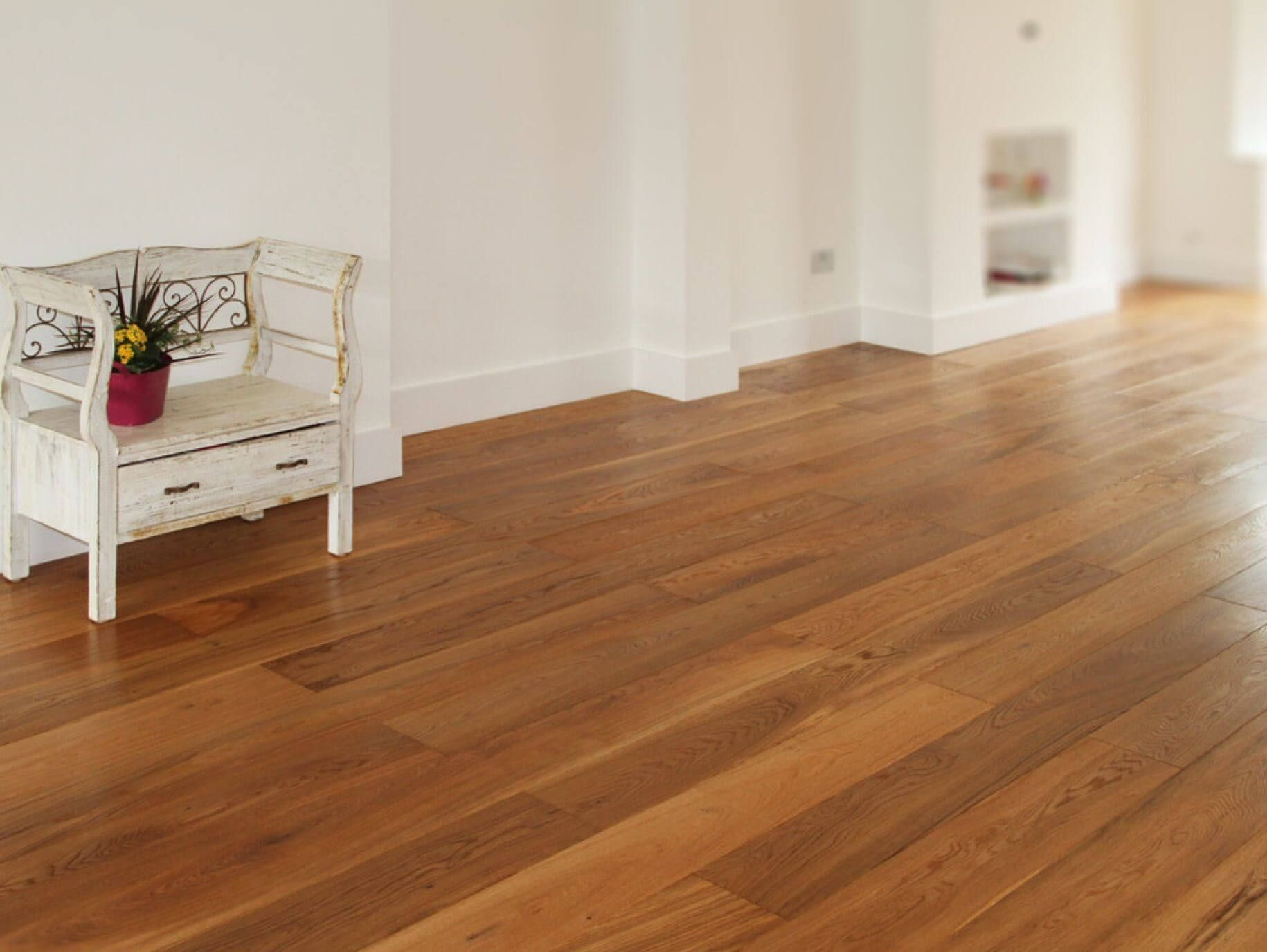 Flooring Guide Comparing Solid Wood and Laminate Wood