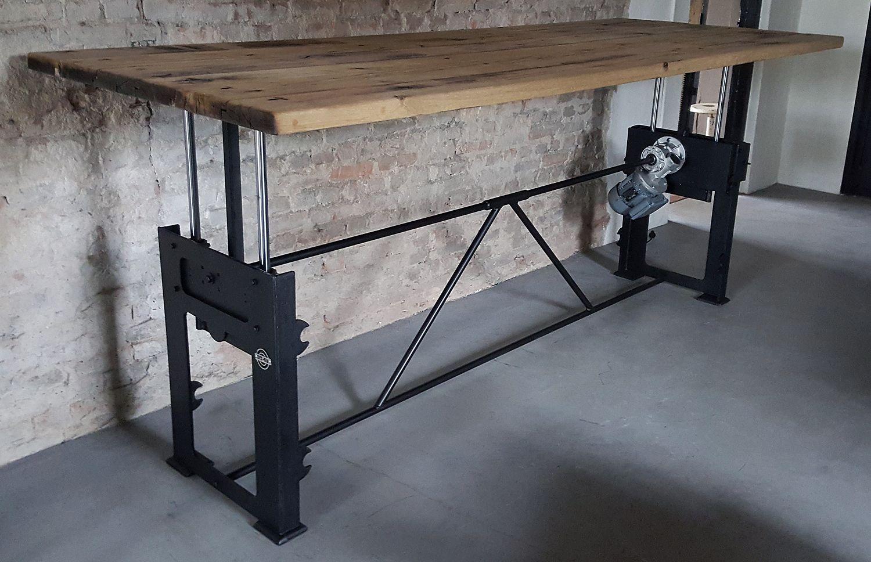 Dieser Tisch Hat Ein Industrie Design Elektrisch In Hohe Verstellbar Tischgestell Das In Unserer Werkstatt Handwerkl Tisch Hohenverstellbar Tisch Bartisch Holz