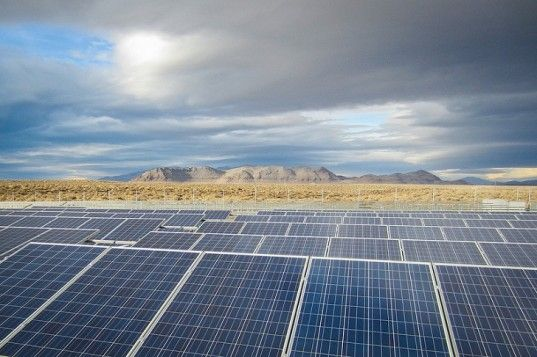 250 Mw Nevada Solar Farm To Be Built With Chinese Solar Panels Solar Solar Panels Solar Projects
