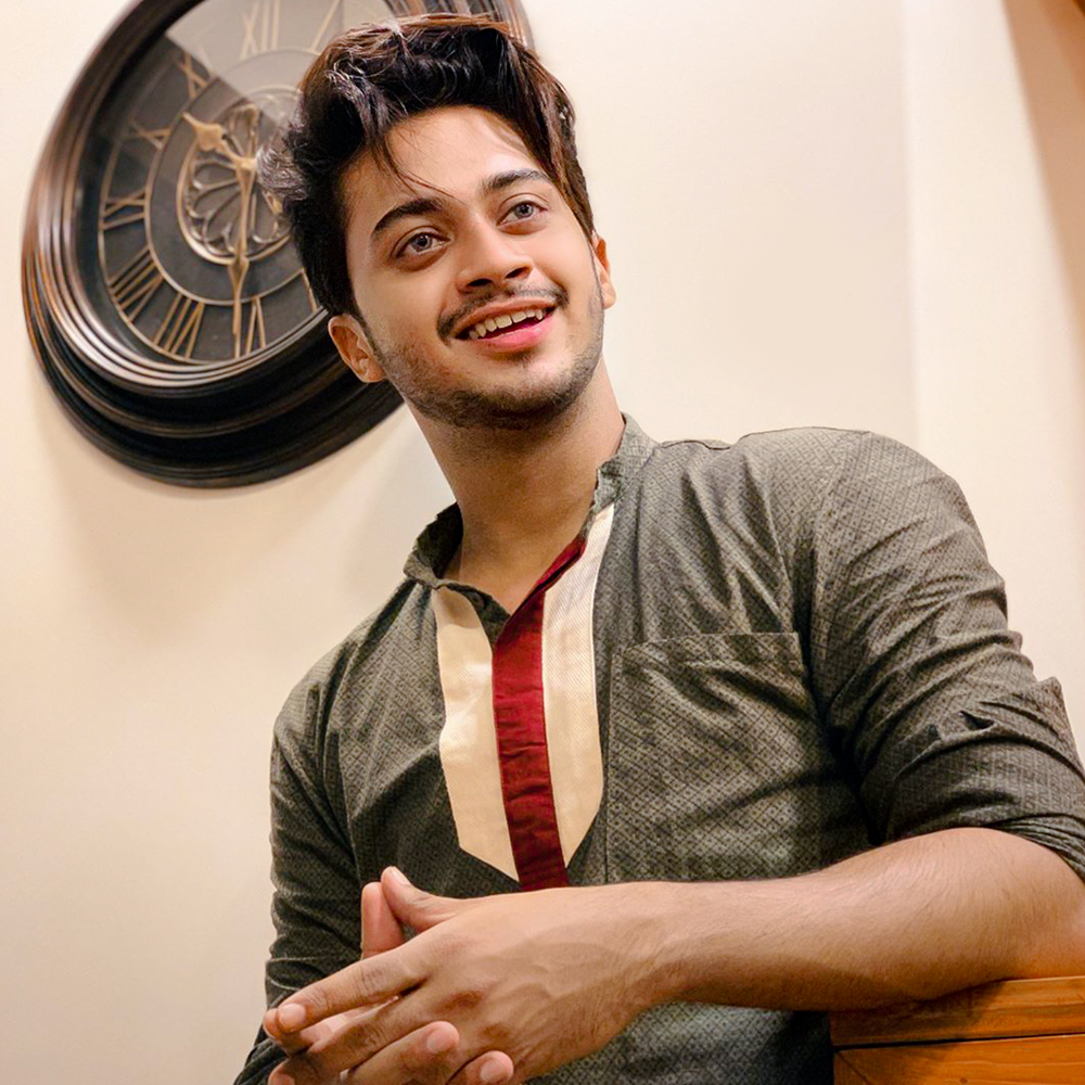 Hasnain Khan Photo Poses For Boy Famous Star Top