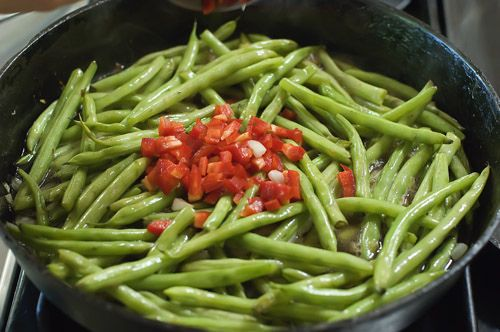 Fresh Green Beans Recipe | The Pioneer Woman   This recipe is AMAZING! I used olive oil instead of bacon fat and didn't have any red peppers, but followed the recipe otherwise.  Next time I won't add salt as the broth is plenty salty.  I could eat this every day!!