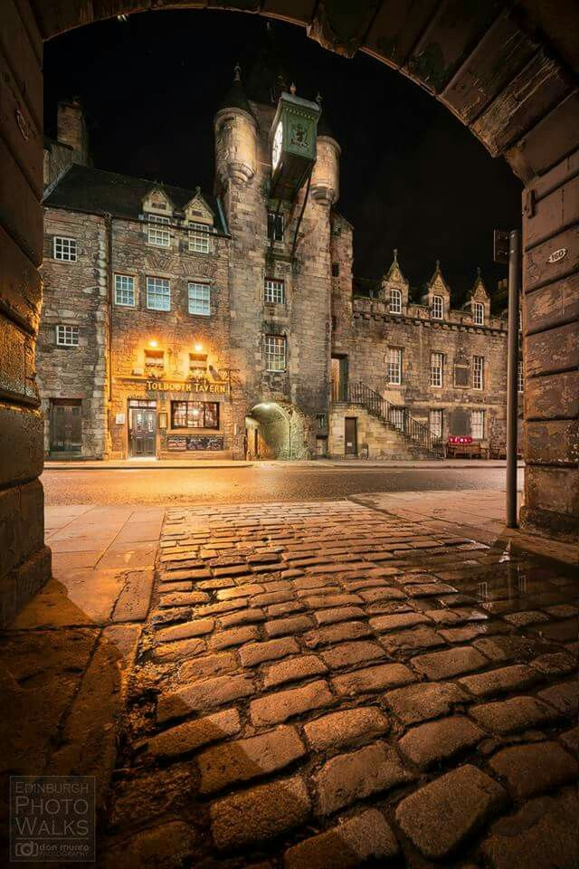 The Canongate Tolbooth seen from Sugarhouse Close