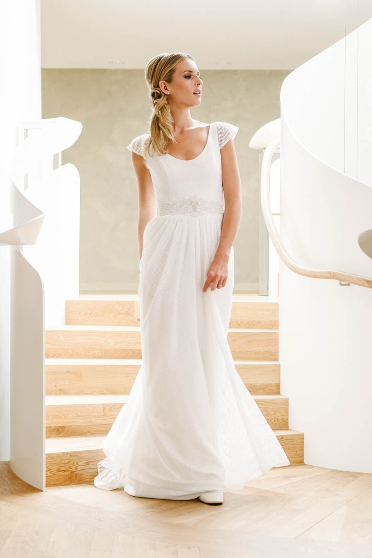 Brautkleid mit V-Ausschnitt und Strickspitze mit Flügelarm! Unsere ...
