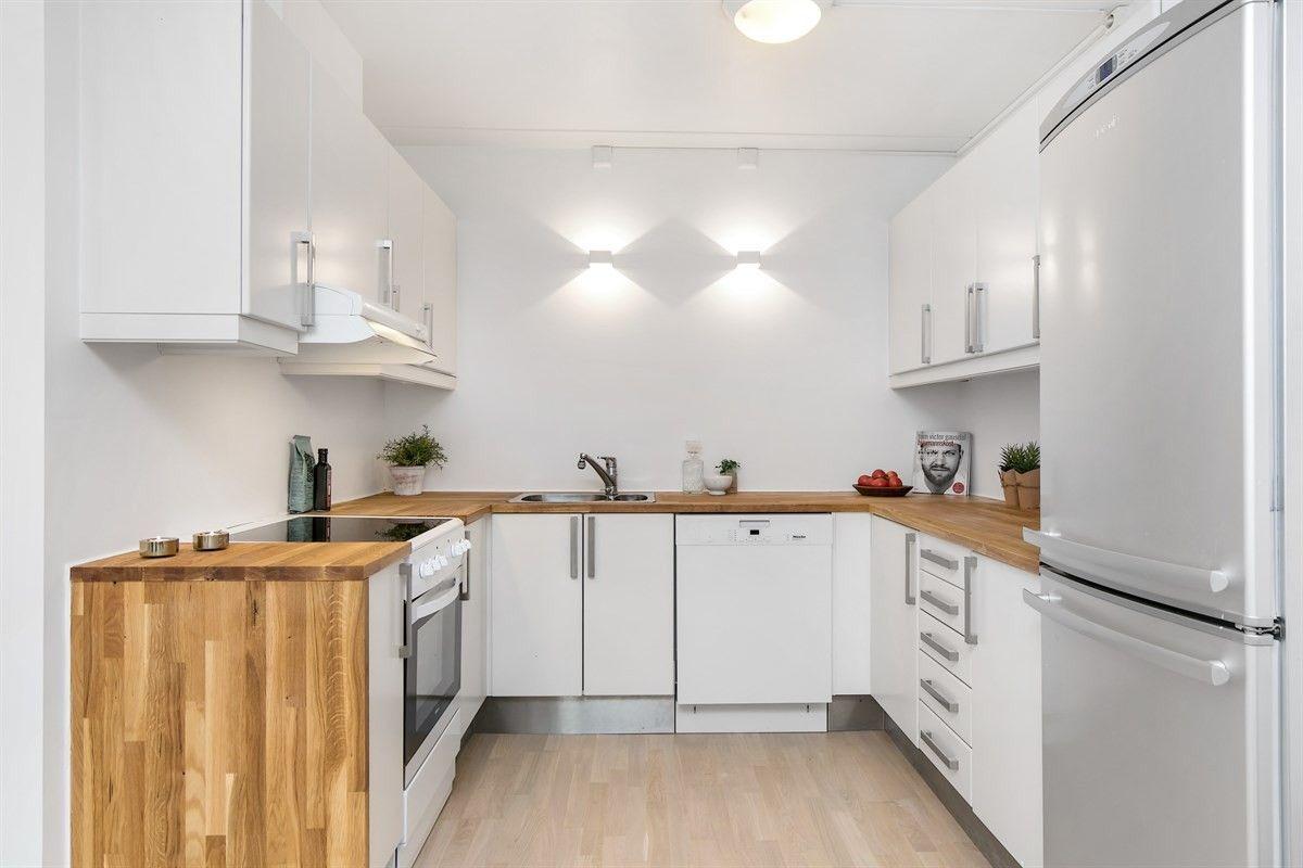 FINN – MODERNE OG PEN 4-R SELVEIER PÅ LØREN: Solrik balkong - garasjeplass - heis - varmtv./fjernvarme inkl. - rolig og sentral beliggenhet!