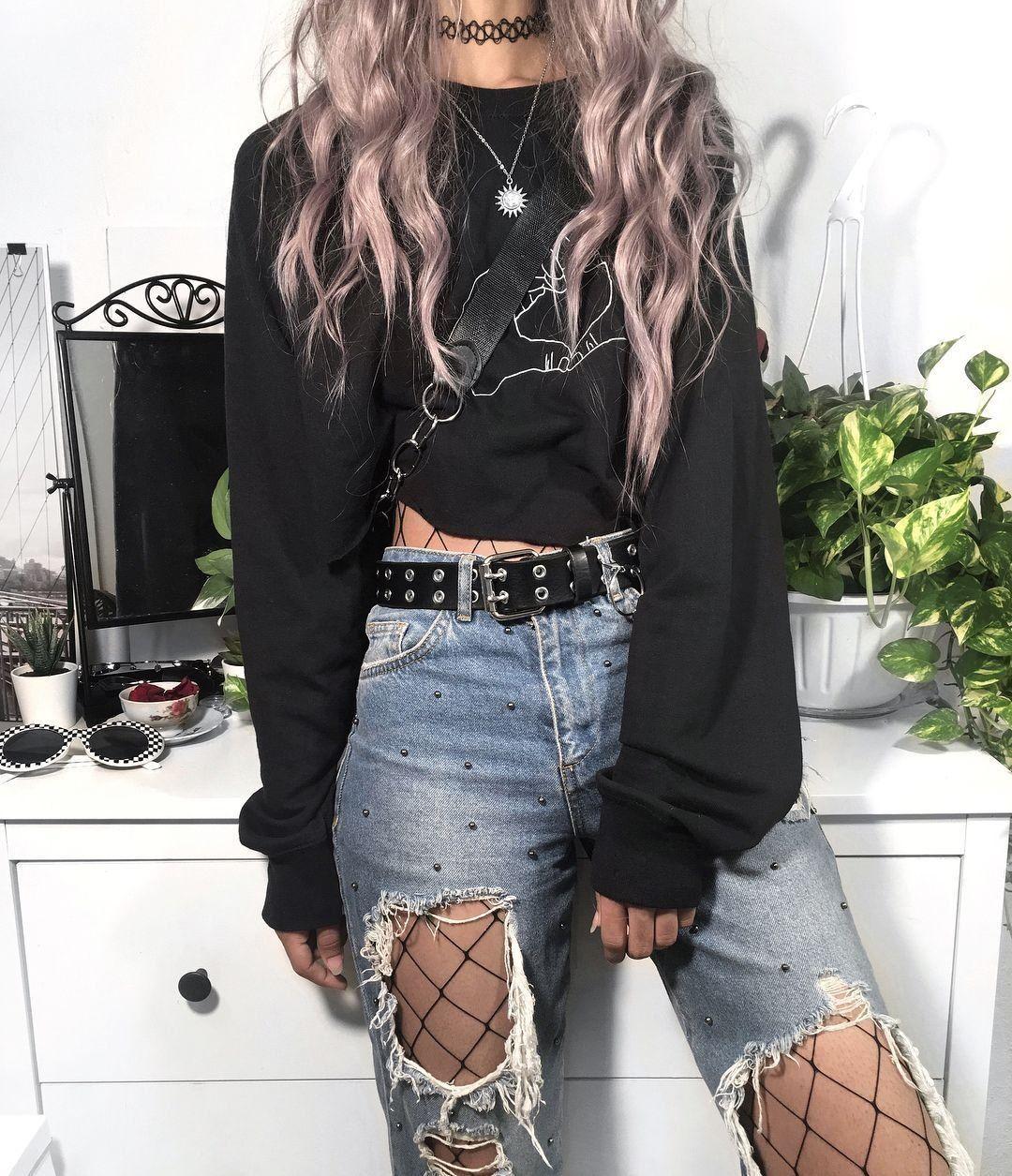 Black sweater in summer so smart Liz grunge grungesty #smartoutfit
