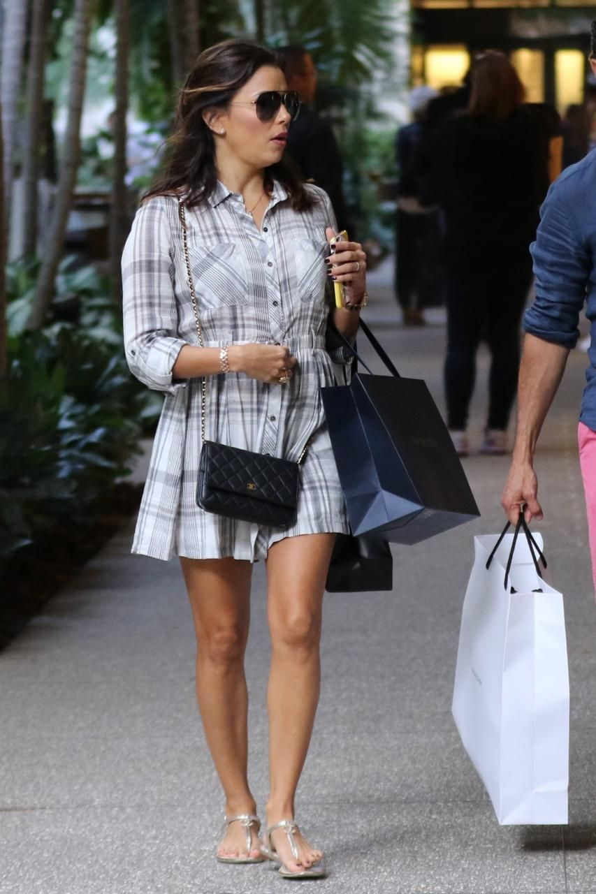 6127761ab394 Eva Longoria wearing Chanel Wallet on Chain and Chanel CC Thong Sandals