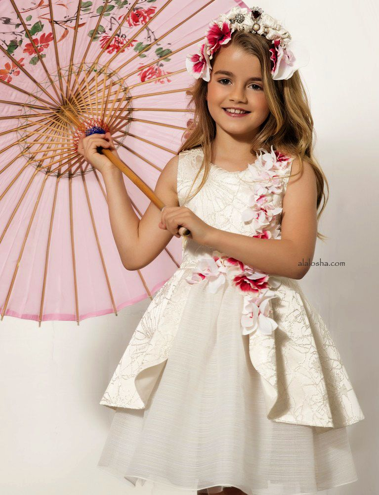 726ca9c75572 ALALOSHA  VOGUE ENFANTS  Must Have of the Day  Fashionable Chinese ...