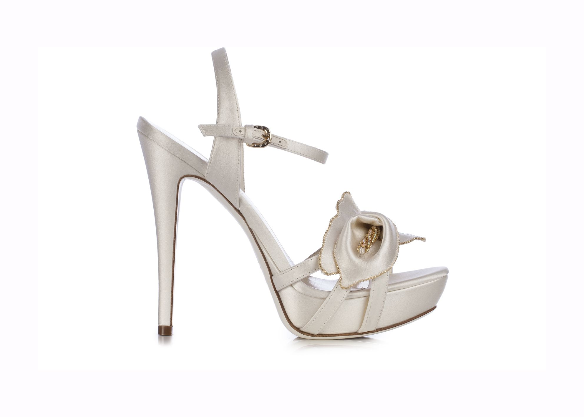 LORIBLU. Ivory satin sandal with stiletto heel and platform. The calla lily flower at the toe makes it a refined and romantic slyle for ceremony.  Available at Loriblu boutiques and http://www.loriblu.com/en/sposa/sposa-calzature/sandalo-gioiello-4ex02155xc2c01469po.html