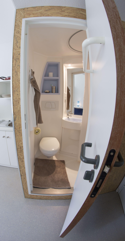 Exemple D Une Chambre Simple Avec Salle De Bain Privative Avec