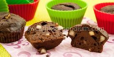 (Low Carb Kompendium) - Das sind einfach sündhaft gute und saftige Muffins :) Unsere Paranuss-Schoko-Muffins sind so lecker schokoladig, mit einem Ha