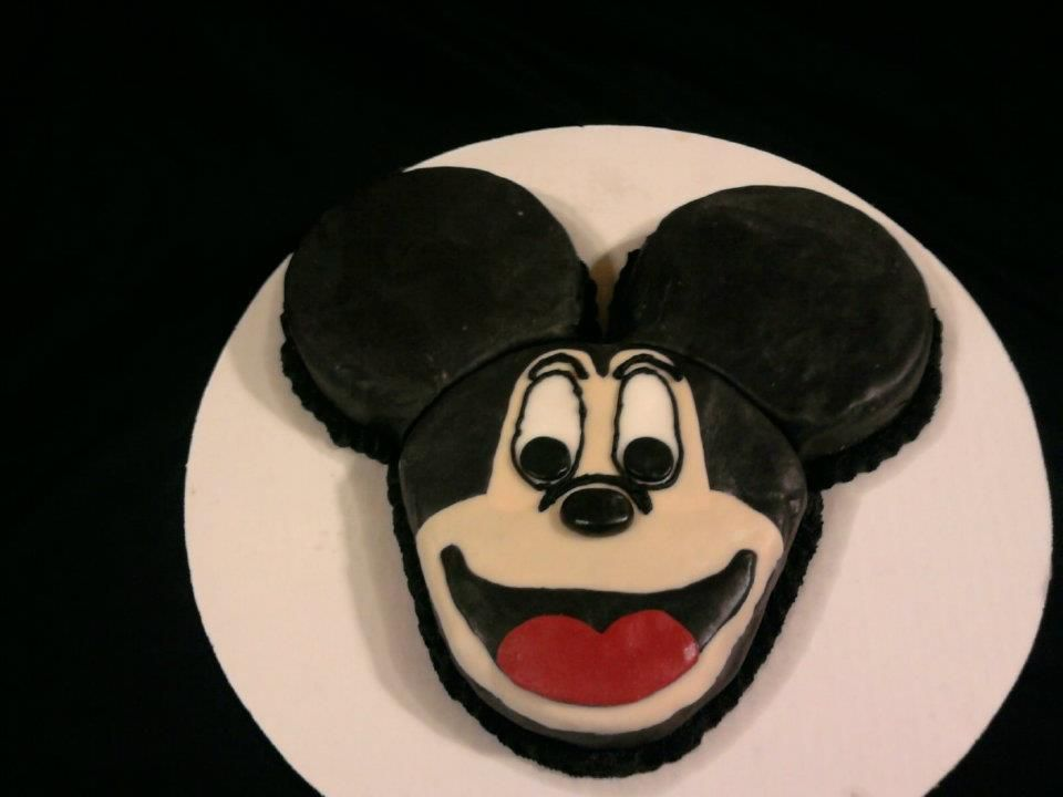 Mickey mouse cake with