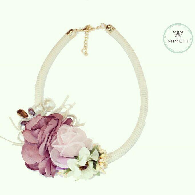 Collar Flores corto romántico