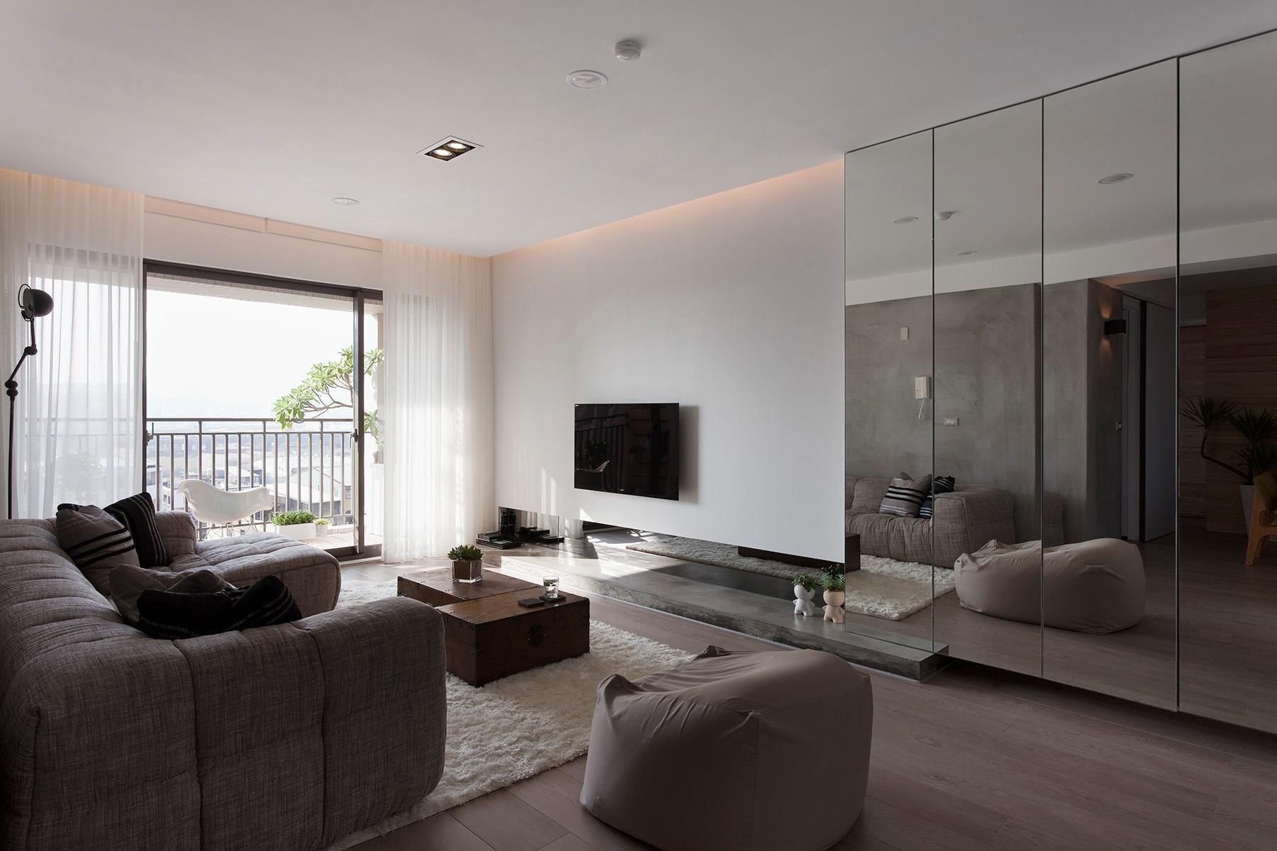 Zona giorno moderna con pareti colore bianco illuminazione