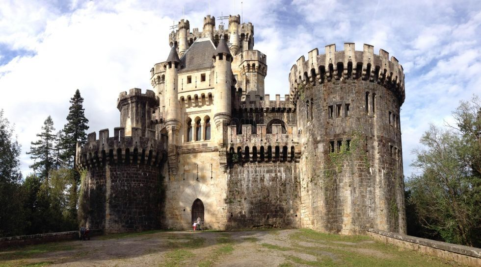 Butrón. Butrón is a castle located in Gatika, in the province of Biscay, in northern Spain. It dates originally from the Middle Ages, although it owes its present appearance to an almost complete rebuilding begun by Francisco de Cubas (also known as Marqués de Cubas) in 1878.