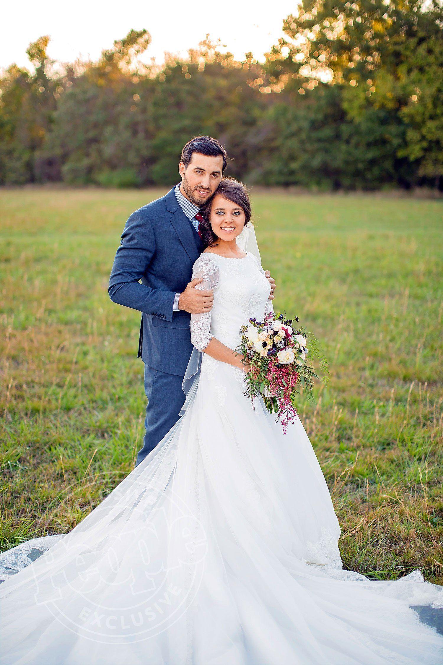 Jessa Duggar Seewald Took Full Advantage Of A Matchmaking Opportunity When She Introduced Younge Modest Wedding Dresses Grecian Wedding Grecian Wedding Dress