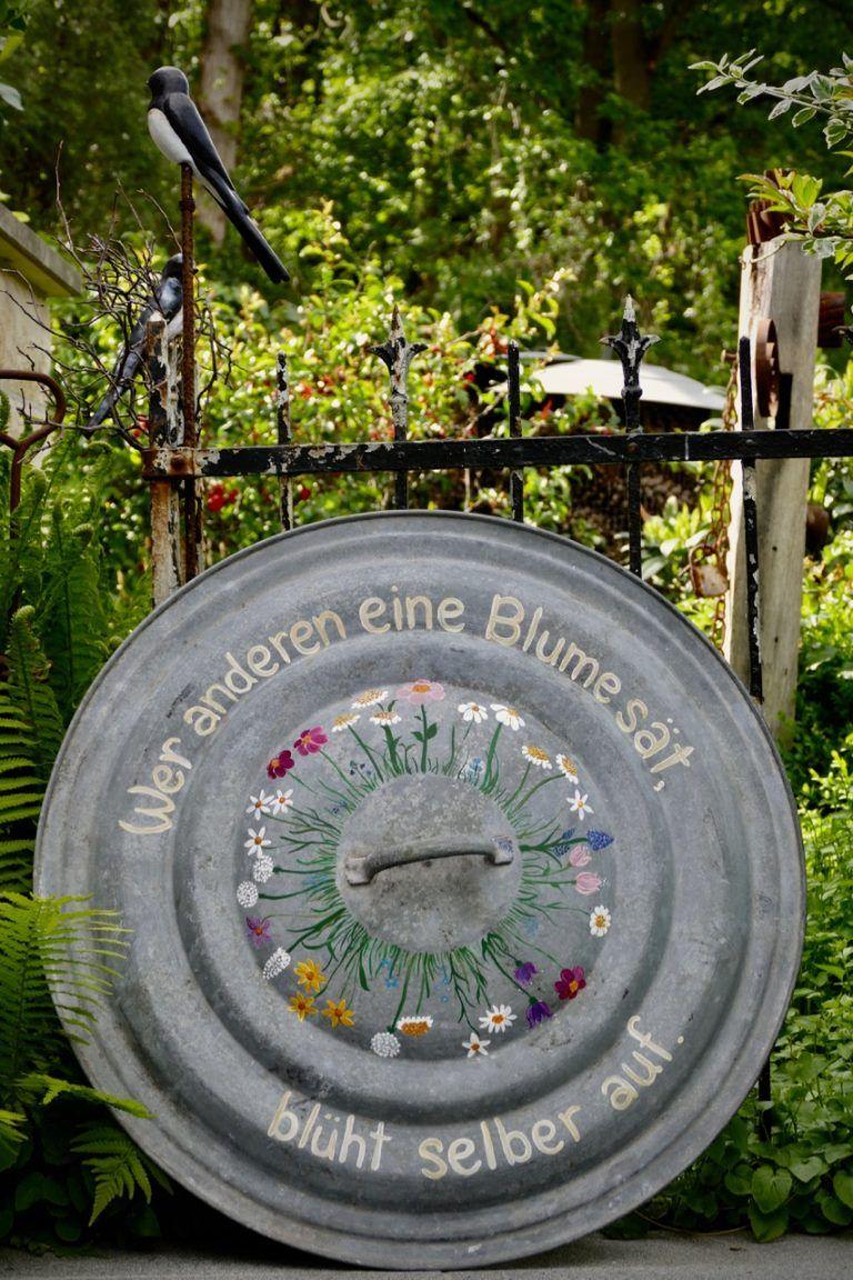 Zinkdeckel als Gartenbild