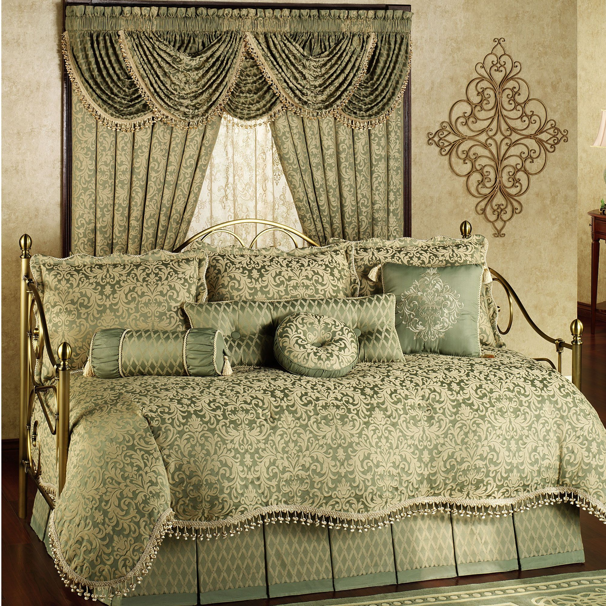 Attractive Daybed Comforter Sets For Modern Bedroom Design: Girls Bedding  Sets With Daybed Comforter Sets And Wooden Floor For Bedroom Design