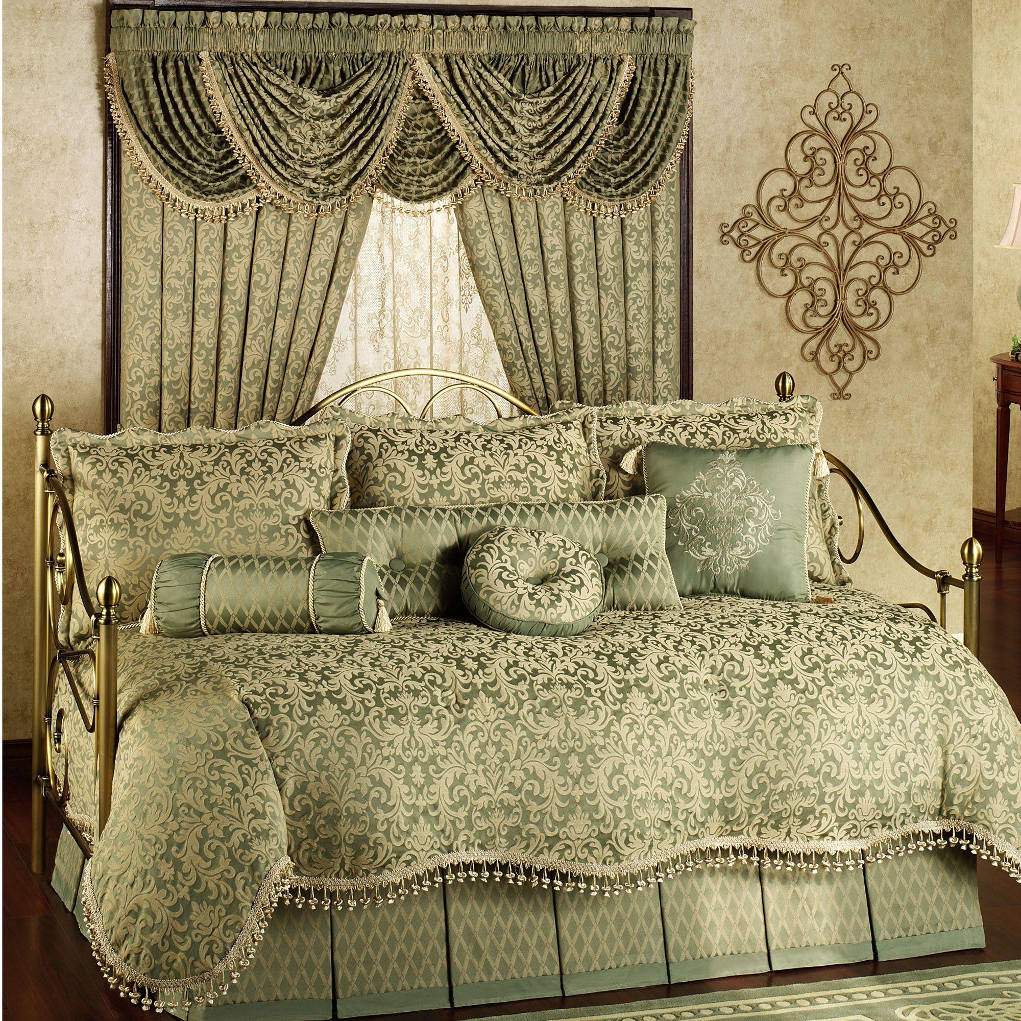 - Attractive Daybed Comforter Sets For Modern Bedroom Design: Girls