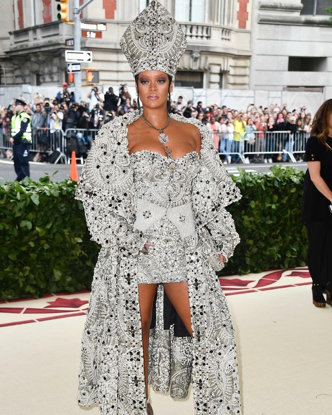 #Rihanna for #megala 2018   Rihanna dress, Met gala ...