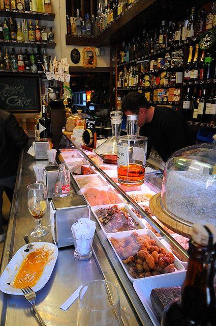 :: Tapas bar at Quimet y Quimet ::