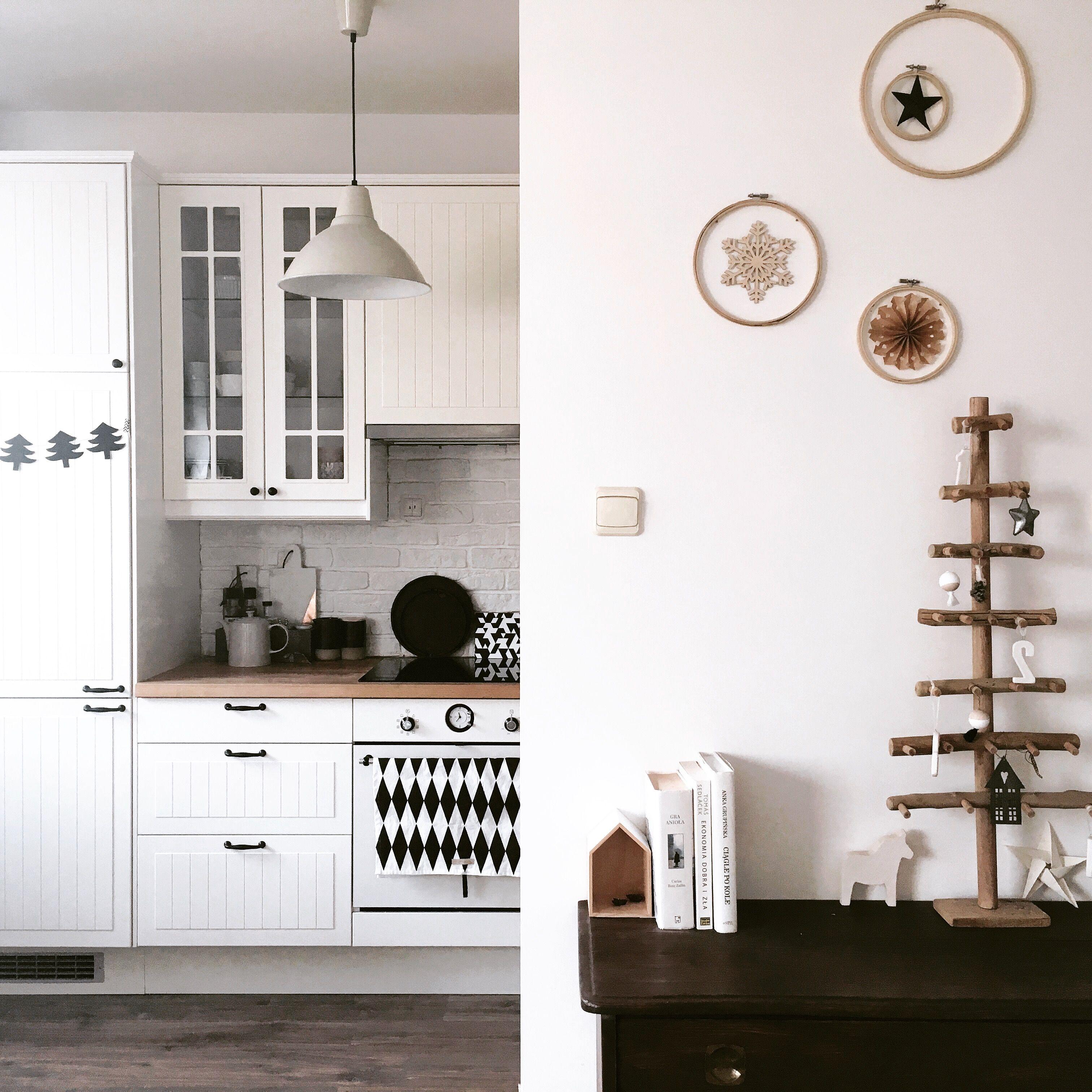 Nordic design • Scandinavian interior • White kitchen • IKEA ...