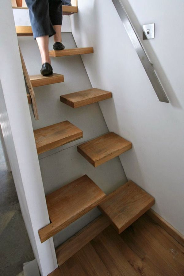 一段一段が左右に配置され これなら 急な角度でも登りやすそうですね
