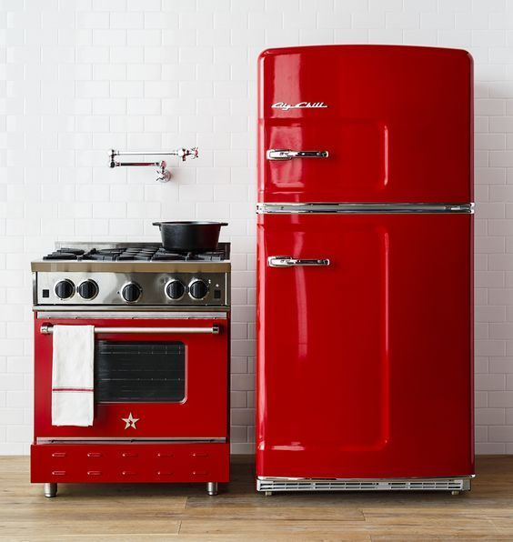 Stunnign Red Bluestar Stove And Chill Fridge Bringing Color Into This Neautral Kitchen Click To