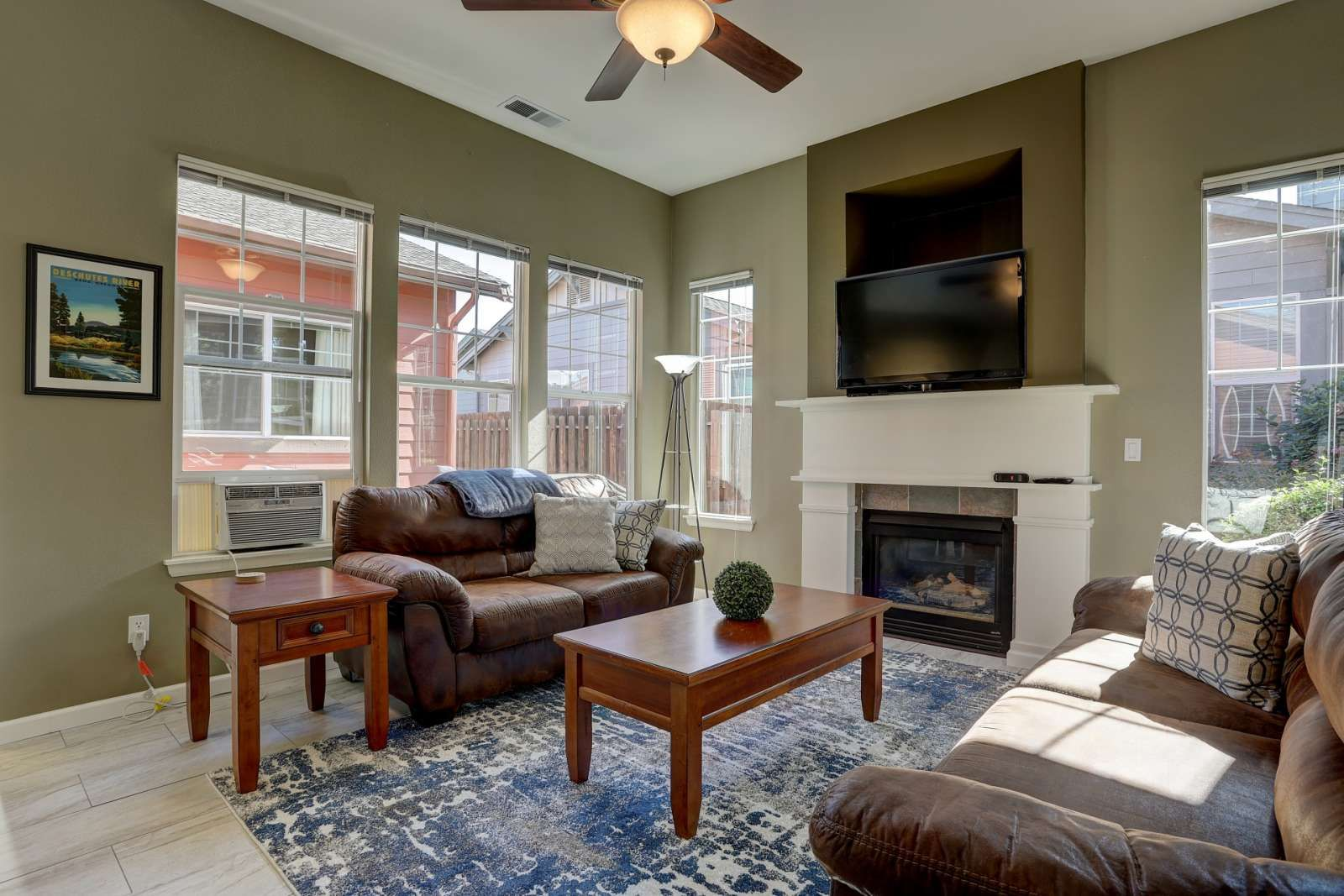 Bend Vacation Rental 20 Off 3rd Night Old Mill Retreat Short Walk To Dwntwn Old Mill Fireplac Counter Seating 3 Living Rooms Vacation Rental