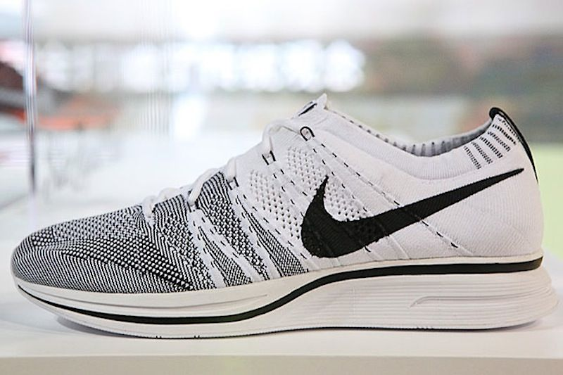 nike flyknit black and white.