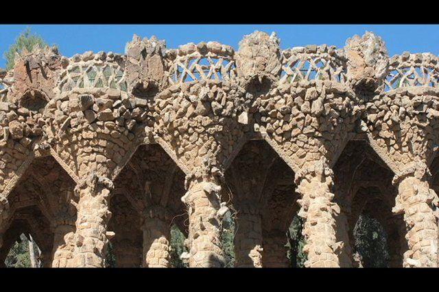 Barcelona es una ciudad que inspira. Arquitetura, sabores, diversión. Un viaje en un album de fotos por la linda Barcelona.     UAB - Máster en Periodismo de Viajes    Ana Carla Araujo  Lucia Abela  Patricia Bedolla