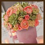 Bouquet verde ecrosa con ranuncoli ,rose e piante grasse