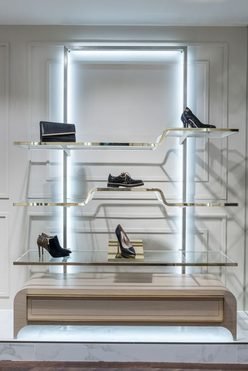 Moda In Pelle Cardiff Shoe Display Brass Bronze Glass Shelves Illuminated Fixtures Fashion Design Negozio Espositori Arredamento D Interni
