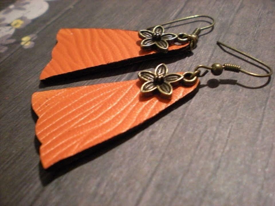 boucle d'oreille fleur /pétale en cuir orange vif : Boucles d'oreille par yanosh