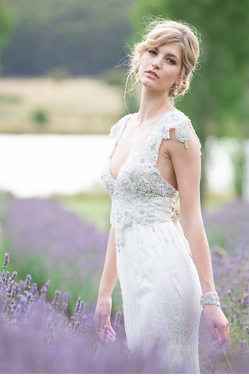 Anna Campbell Brautkleider im Lavendelfeld von Agent86 Photography ...