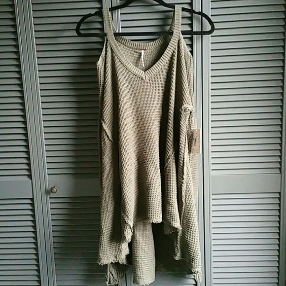 FINAL PRICE! FREE PEOPLE OVERSIZED PULL OVER Super cute way to show off your shoulders. Hi low with hemmed wrist area to prevent overstretch.  No trades. Free People Sweaters
