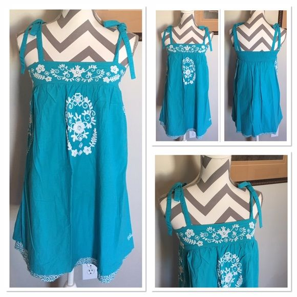 Billabong Tank 🎉HP🎉 ⚡️PRICE FIRM UNLESS BUNDLED ⚡️Super cute tank ties on shoulders. Size M. Fits loosely. Excellent condition!! 🎉Host Pick Fashion Faves🎉 @nyc_apple check out her fabulous closet!! Billabong Tops Tank Tops