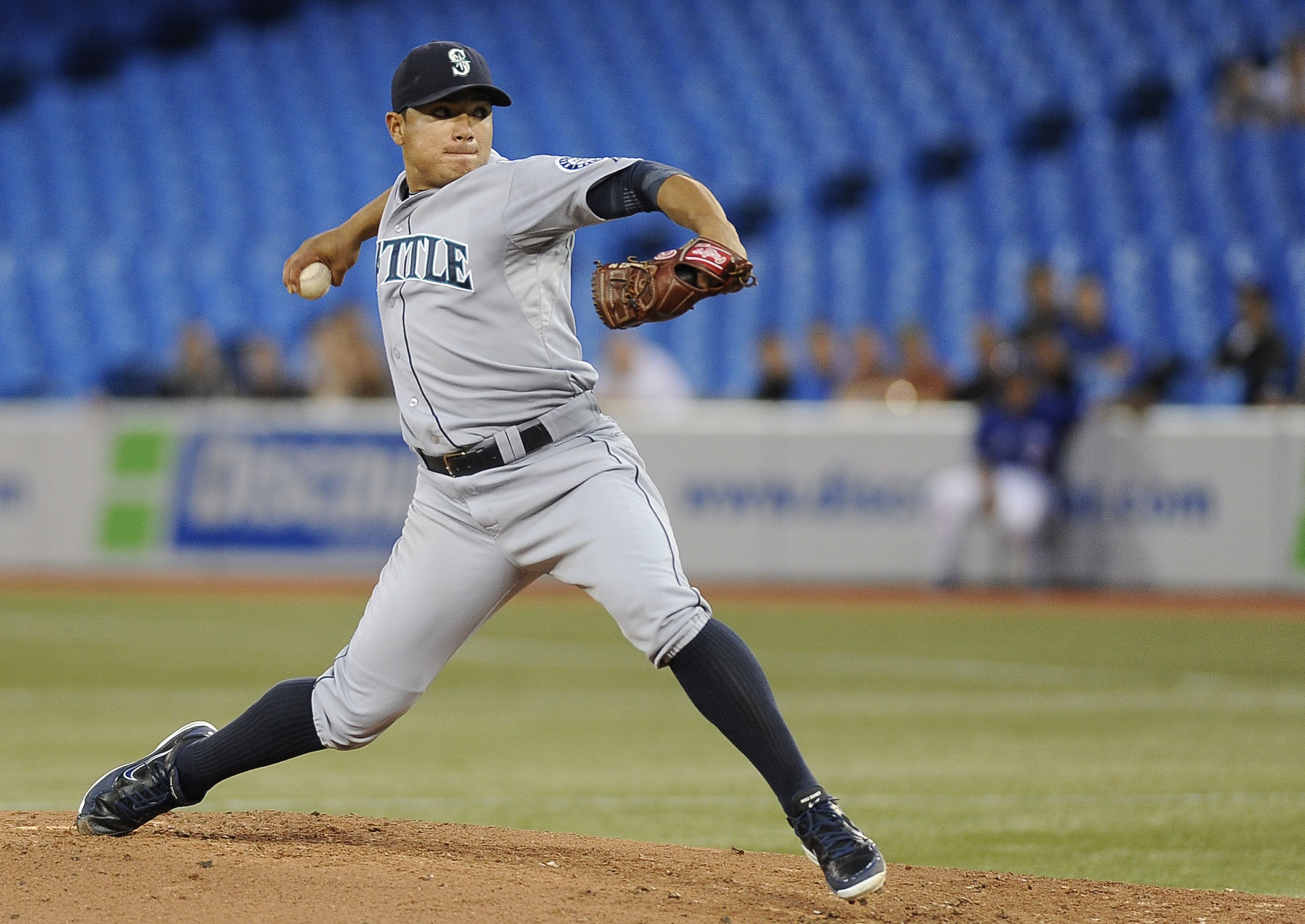 Erasmo Ramirez pitches his way to first big league win as #Mariners down #BlueJays, 4-3. 9/11/12