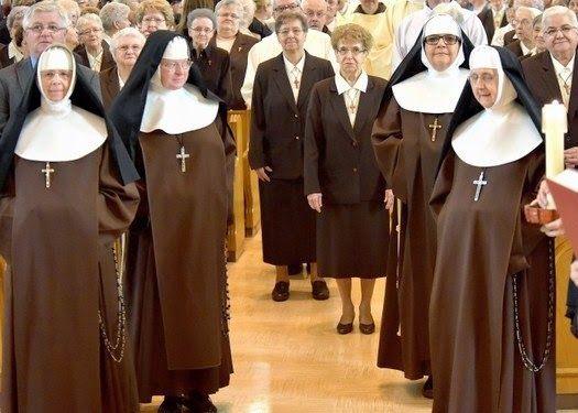 Little Franciscan Sisters Of Mary Piccole Pfm Nuns Habits Catholic Orders Catholic Faith